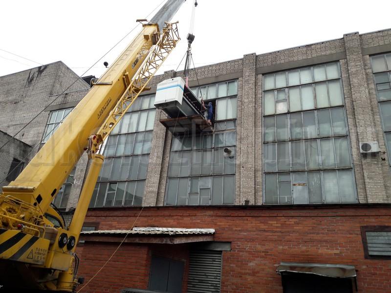 подъем оборудования через окно